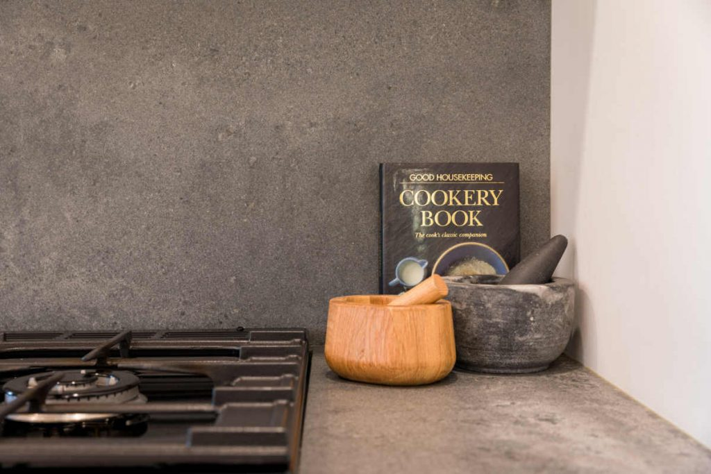 modern-industrial-kitchen-black-timber